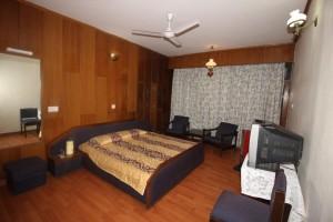 Gallery 6 Pinewood Regular Room